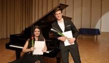 Med klavirjem, frajtonarico in jazzom